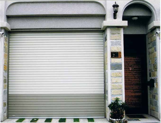 ประตูบานม้วนพร้อมรีโมท
